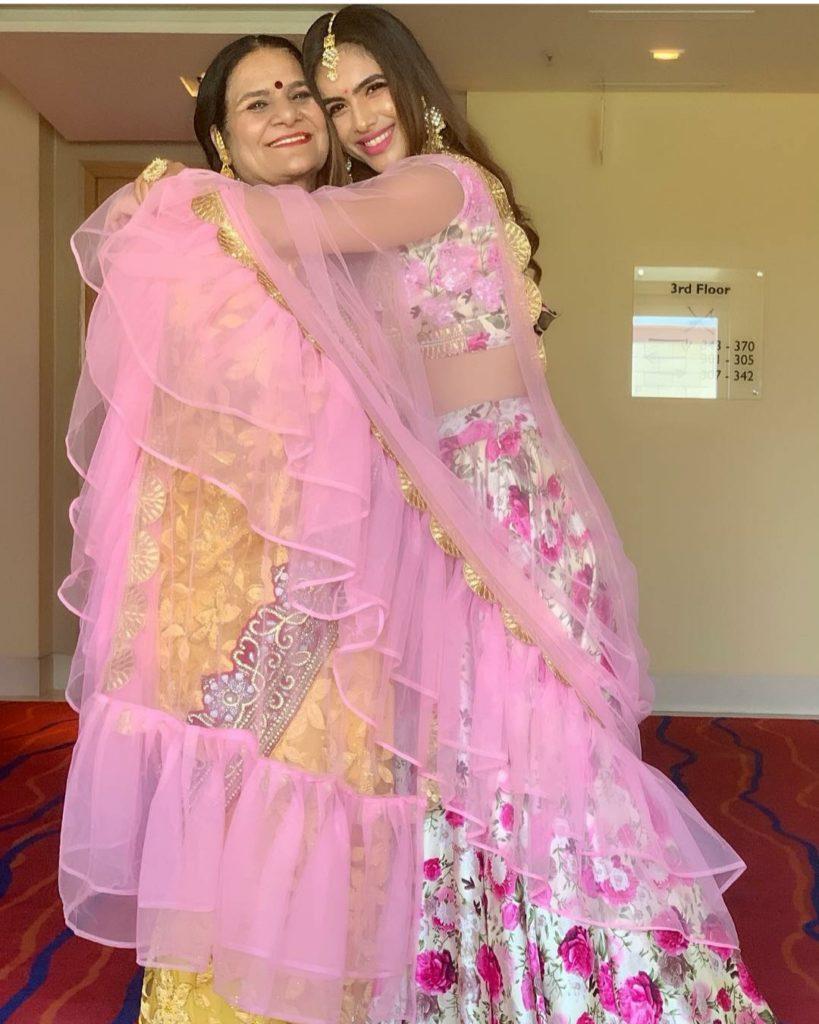 neha malik with mom