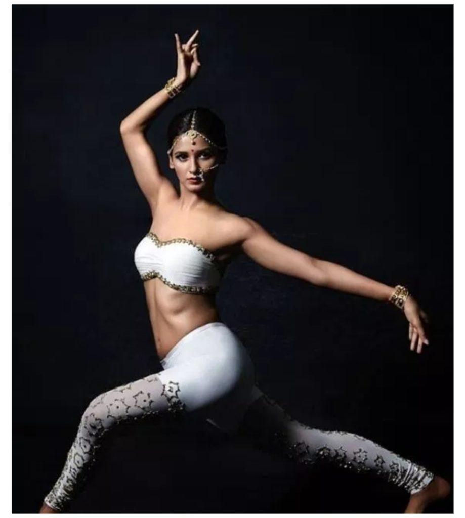 Shakti Mohan Hot Photos