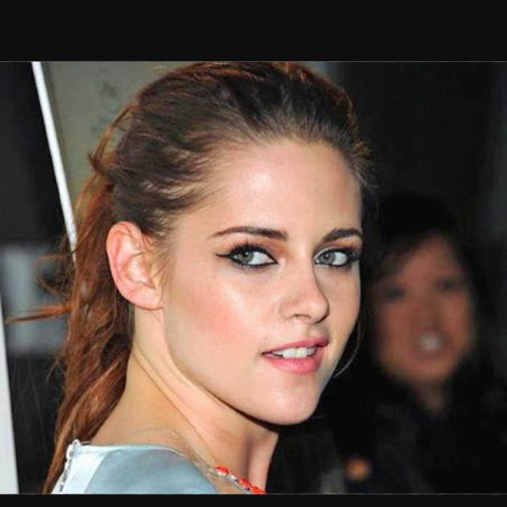 Kristen Stewart's Channel Ad, Feet, Age, Bio, Wiki, Movies & More:-