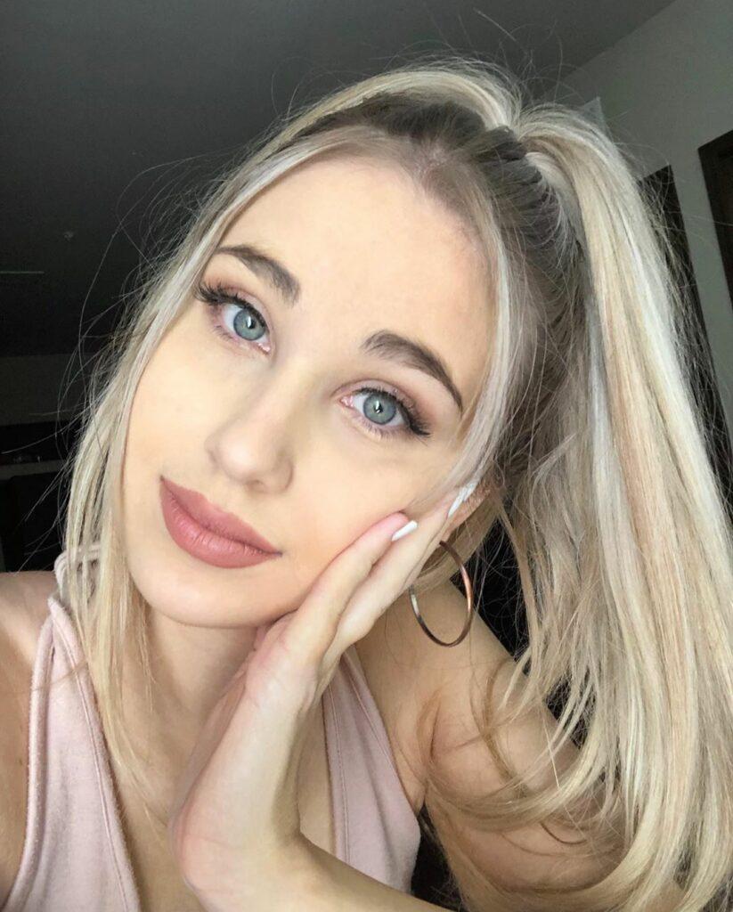 Julia Dunaj ( BABY J)