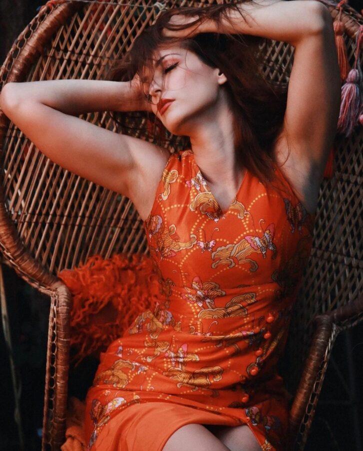 Carlotta Champagne (Model) Bio, Wiki, Age, Height, Info, Details